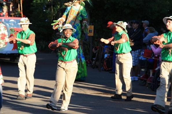 dancing-Mickeys-Jammin-Jungle-Parade-Disney