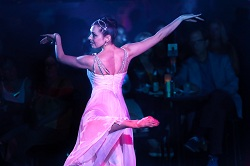 Stephanie Wolf performing with Ballets with a Twist
