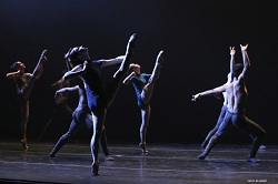Complexions Contemporary Ballet presents Rhoden's The Curve. Photo by Bill Hebert.