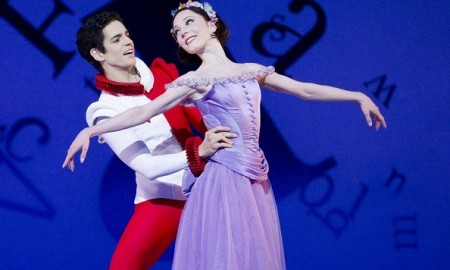The-Royal-Ballet-Federico-Bonelli-and-Sarah-Lamb-in-Alices-Adventures-in-Wonderland.-Photo-Johan-Persson-courtesy-ROH.