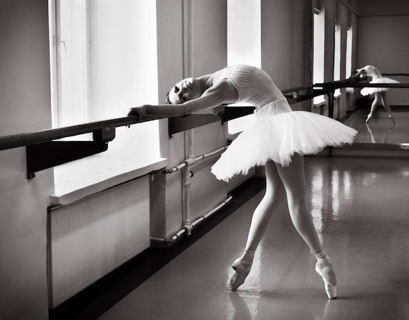 Reflecting on dance mirrors dance informa u s magazine for Reflection miroir