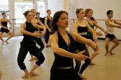 Jacqulyn Buglisi dance class
