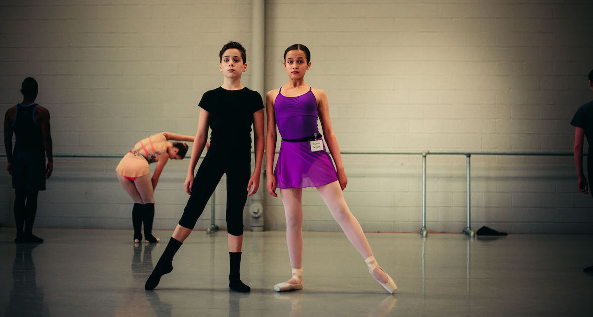 Students at the 2016 artÉmotion Summer Intensive. Photo by Alexis Ziemski.