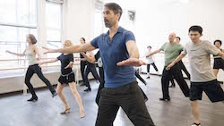 Ray Hesselink teaching at Steps on Broadway. Photo by Gen Nishino.