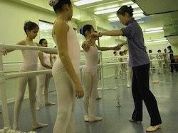 Noriko Hara teaching at Studio Maestro. Photo by Robert Abrams.
