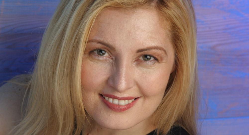 Holly Derville-Teer.