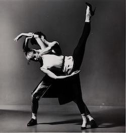 Karole Armitage et Joseph Lennon dans «The Watteau Duets» d'Armitage. Photo de Lois Greenfield.