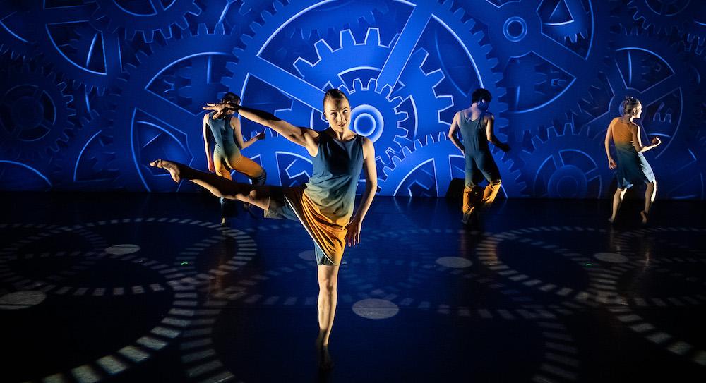 Amanda Selwyn Dance Theatre in 'Hindsight'. Photo by Christopher Duggan.