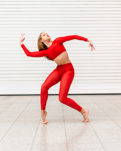 Elizabeth Hernly wearing the Ilogear Janai Top, Isa Brief and Mesh Leggings. Photo courtesy of Ilogear.